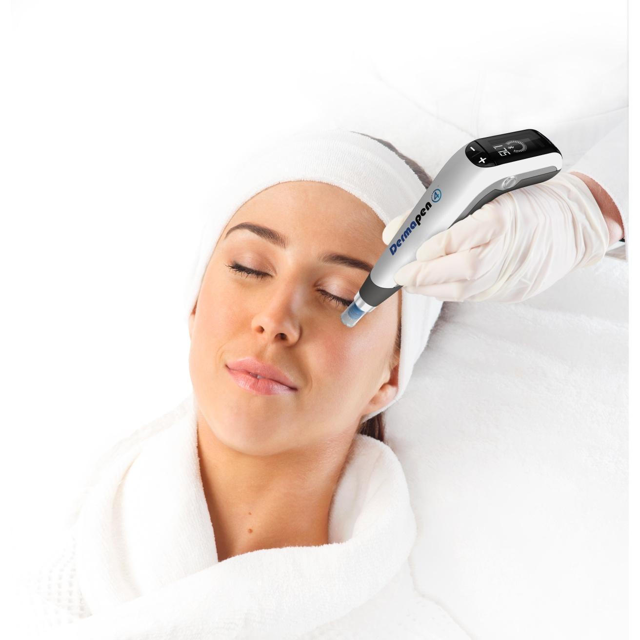 Gesichtsfalten werden mit feinen Nadeln behandelt